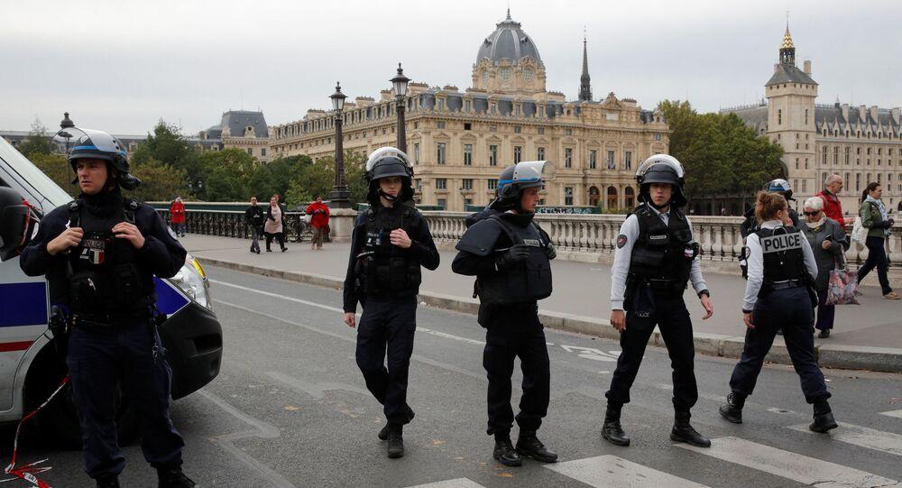 الشرطة الفرنسية تنتشر في باريس بعد هجوم بسكين