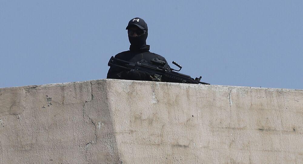 مقاتل عسكري تابع لاحدى التنظيمات العسكرية اللبنانية