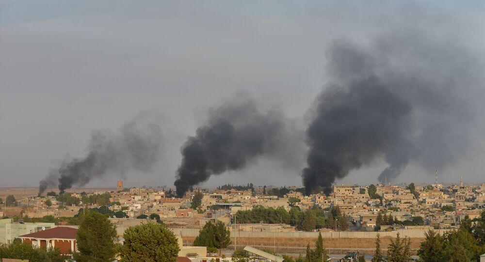 بلدة رأس العين، سوريا، صورة من داخل الحدود التركية 9 أكتوبر 2019