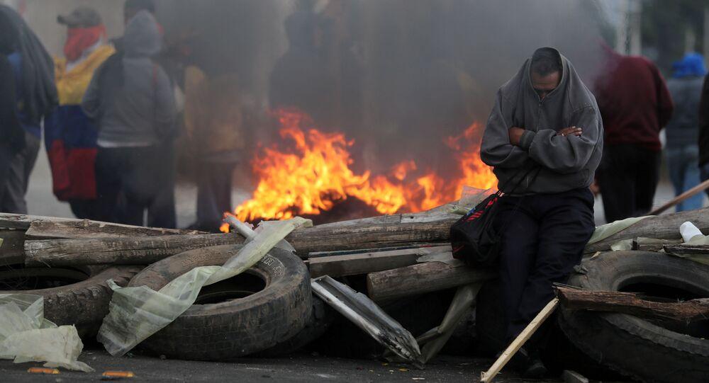 احتجاجات المواطنين على سياسة الرئيس الإكوادوري لينين مورينوس في قطع الإعانات المقدمة للوقود في كايامبي، الإكوادور 5 أكتوبر 2019