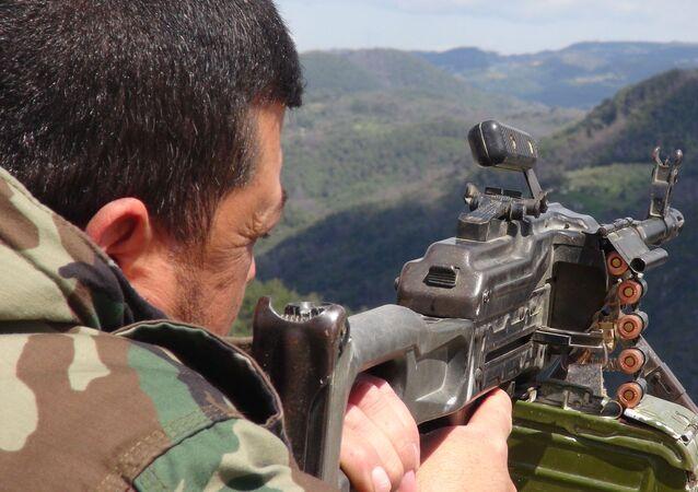 ضربات الجيش السوري تلاحق المسلحين الصينيين على الحدود التركية