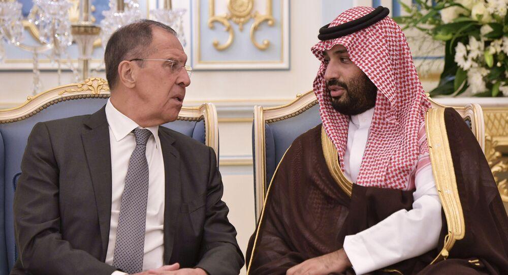 وزير الخارجية الروسي سيرغي لافروف يتحدث مع ولي العهد السعودي محمد بن سلمان، الرياض، السعودية 14 أكتوبر 2019