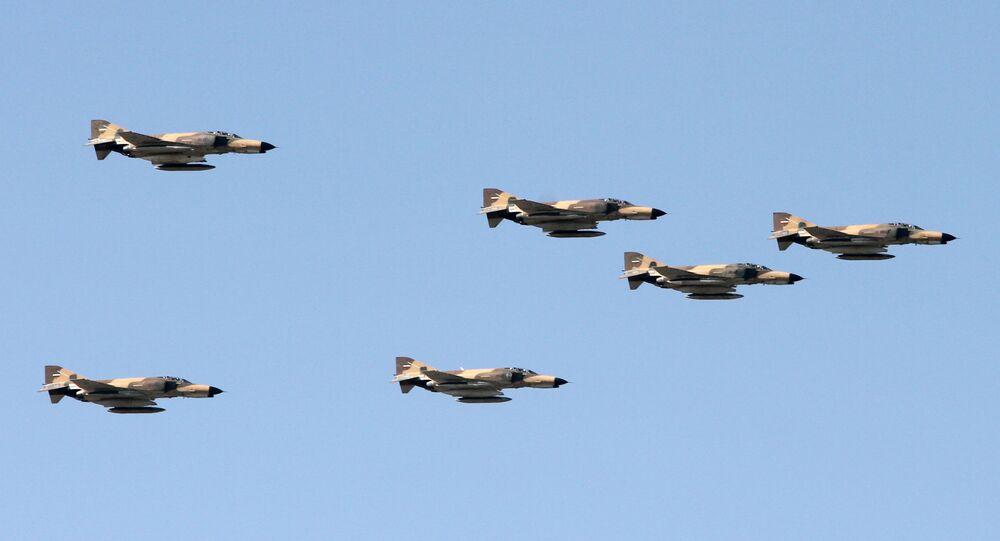 سرب طائرات تابعة لقوات الجيش الإيراني