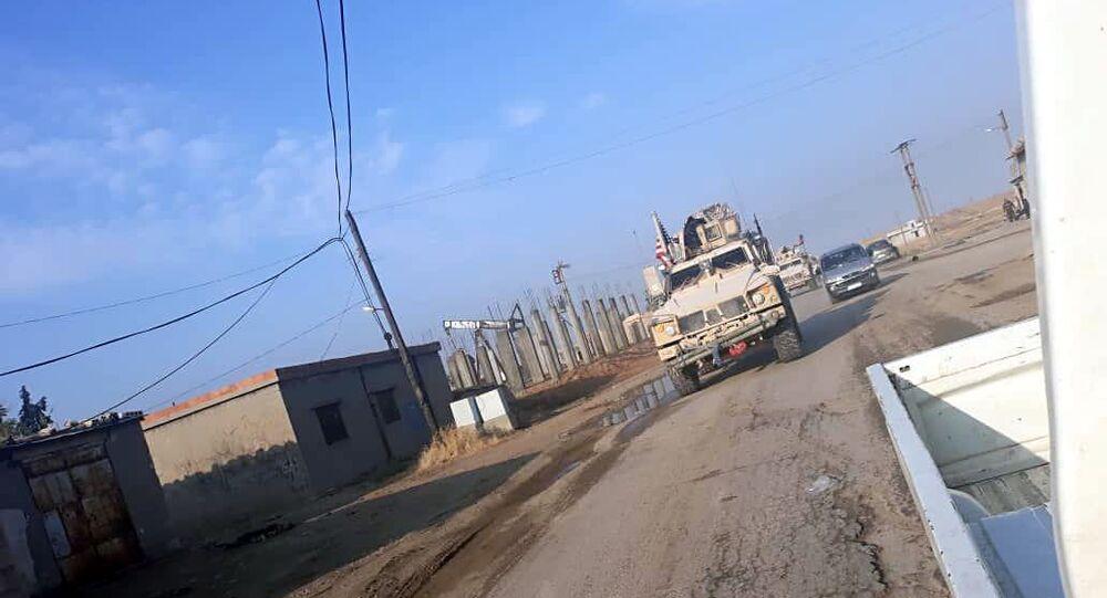 الرتل الأمريكي المنسحب من من القواعد الأمريكية المتواجدة في محافظتي الرقة وحلب، سوريا 20 أكتوبر 2019