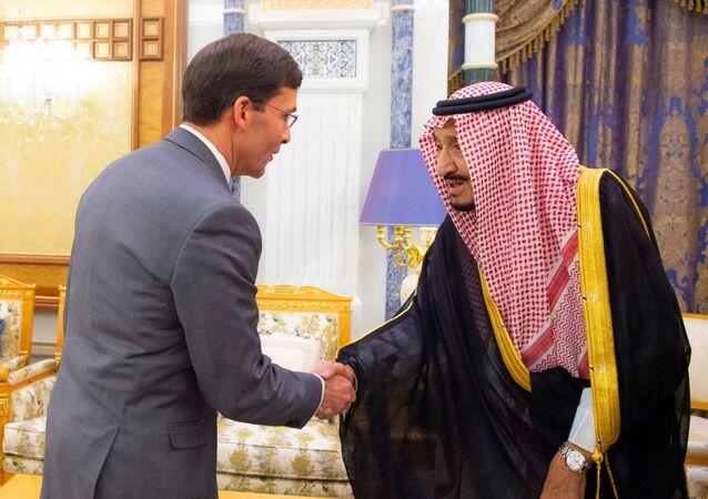 العاهل السعودي الملك سلمان بن عبد العزيز يستقبل وزير الدفاع الأمريكي مارك إسبر في الرياض