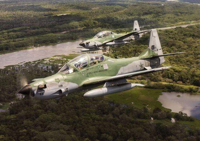 طائرتان من طائرات سوبر توكانو
