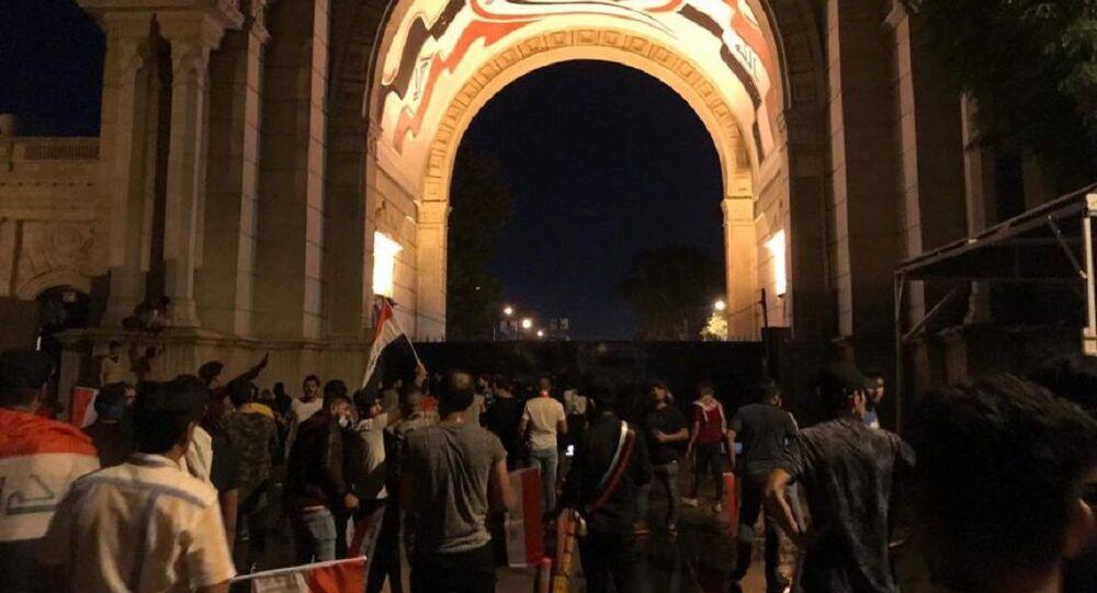 المتظاهرون على أبوب مجلس النواب العراقي