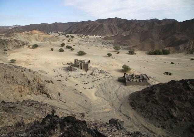 القلعة الأولى والثانية في موقع دراهيب الأثري في وادي العلاقي