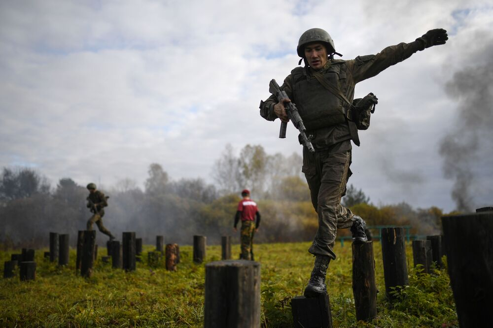 اختبارات التأهل للقوات الخاصة التابعة للحرس الروسي لنيل الحق في ارتداء قبعة المارون في منطقة سيبيريا