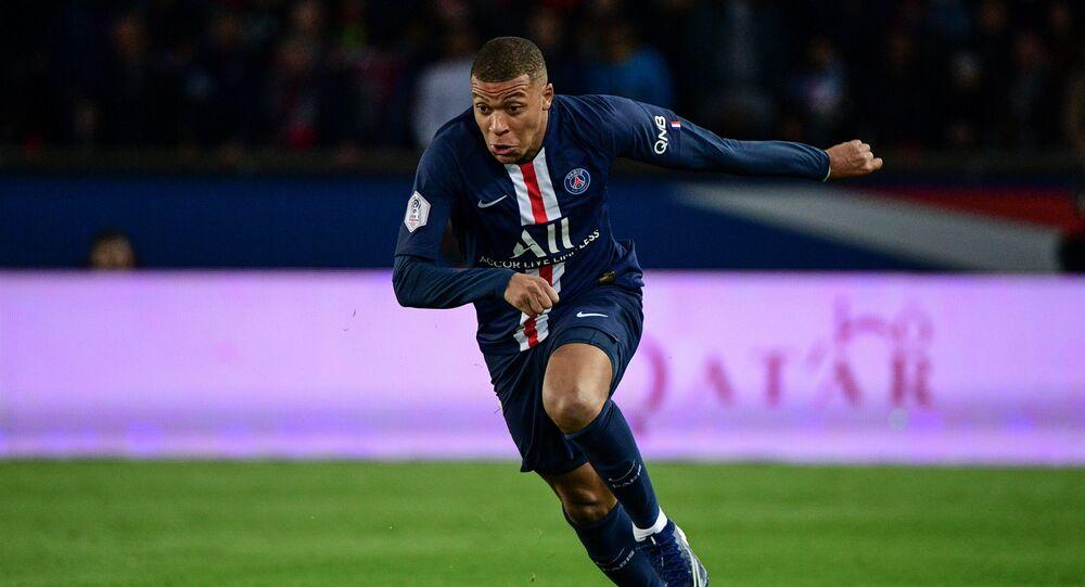 لاعب باريس سان جيرمان الفرنسي كيليان مبابي