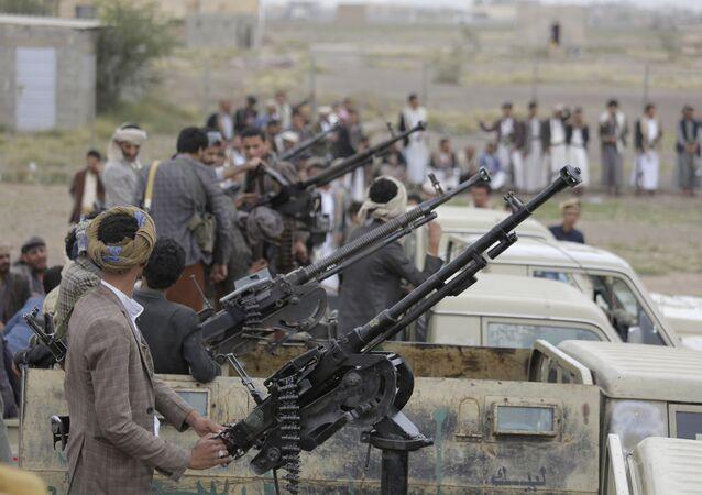 مقاتلون تابعون لجماعة أنصار الله الحوثيين في اليمن
