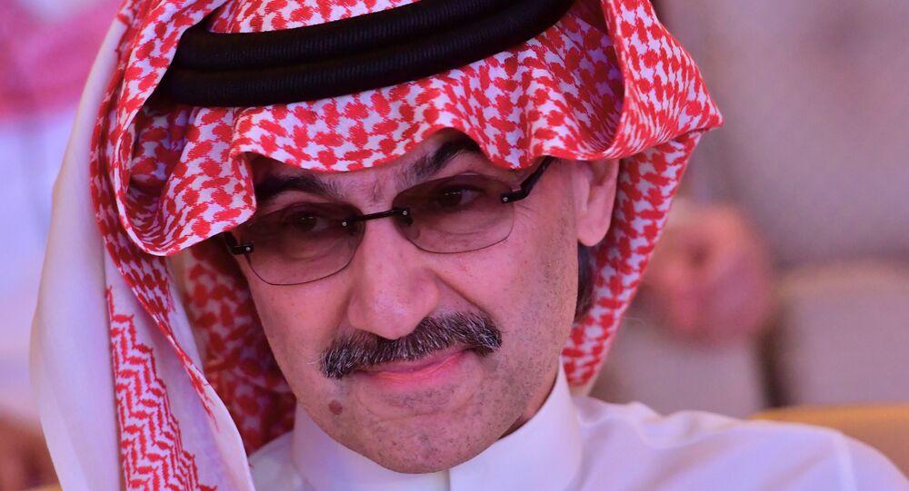 السعودية نيوز | بالصور والفيديو... الوليد بن طلال يداعب حفيداته ويعلن عن مفاجأة كبيرة