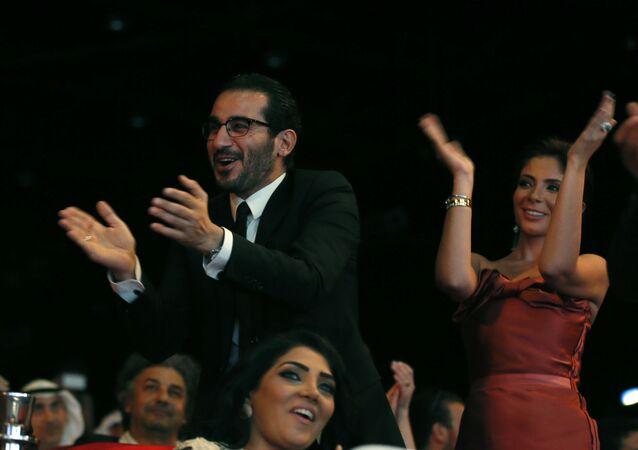الفنانان المصريان منى زكي وأحمد حلمي