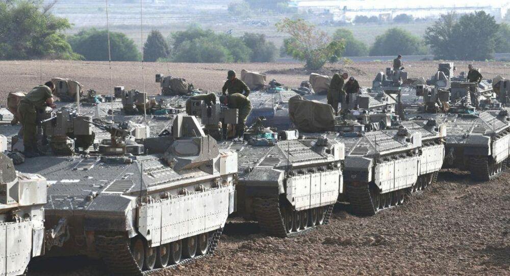 دبابات الجيش الاسرائيلي من قرب حدود مع قطاع غزة
