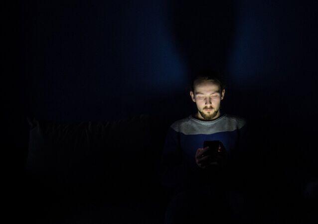 هاتف محمول في الظلام