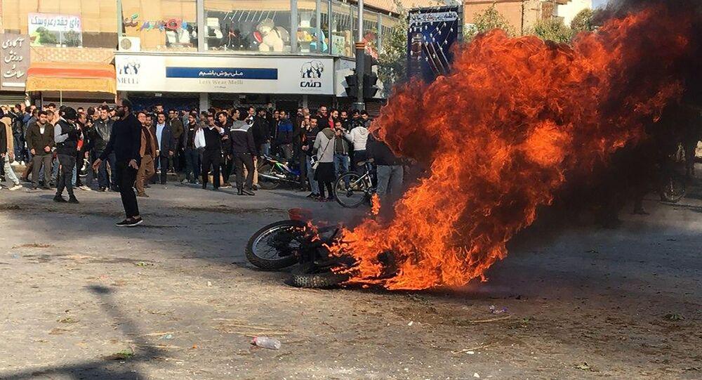 احتجاجات على رفع أسعار الوقود في  طهران، إيران 16 نوفمبر 2019