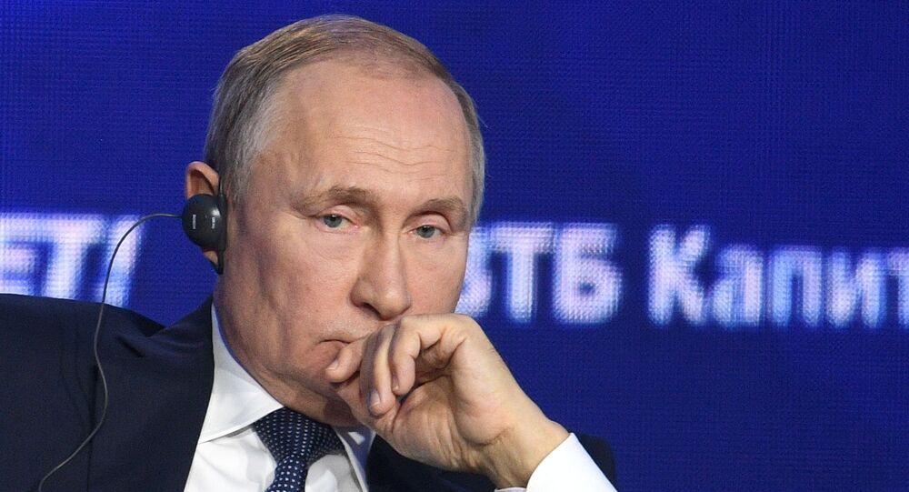 الرئيس الروسي فلاديمير بوتين خلال المنتدى الاستثماري روسيا تنادي