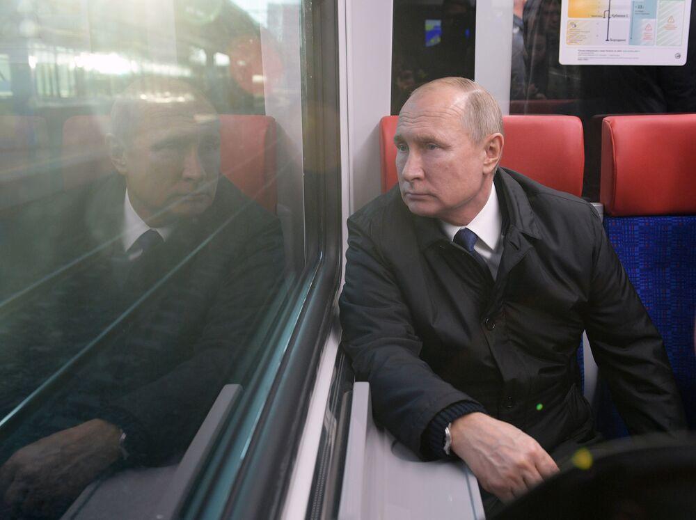 الرئيس فلاديمير بوتين خلال رحلة قطار إيفولغي، الذي تم إطلاقه على الخط الدائري المركزي 21 نوفمبر 2019