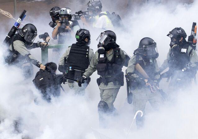 اعتقالات المحتجين من قبل الشرطة في هونغ كونغ، 18 نوفمبر 2019
