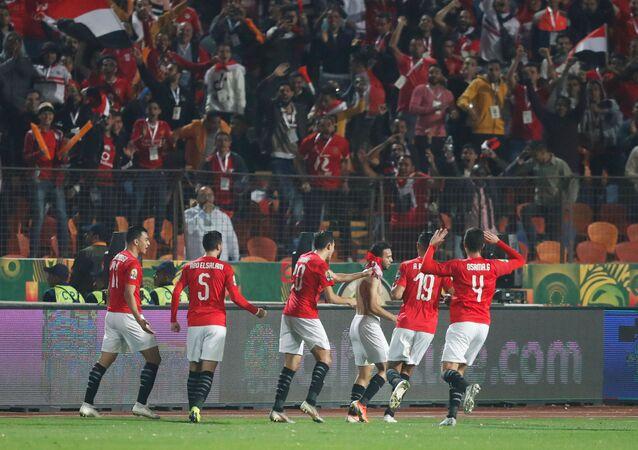 لاعبو منتخب مصر يحتفلون بهدفهم الأول في كوت ديفوار بنهائي أمم أفريقيا تحت 23 سنة