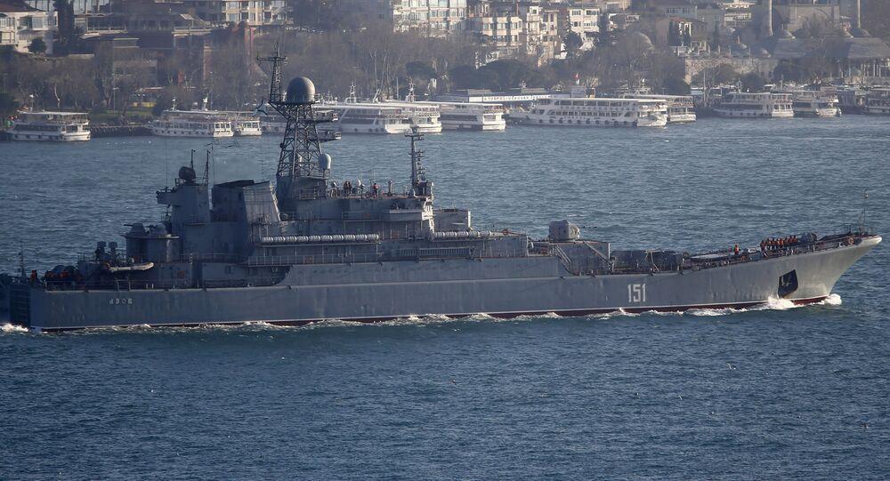 سفينة الإنزال الروسية آزوف