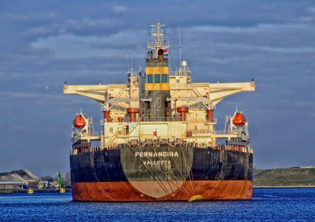 سفينة شحن كبيرة