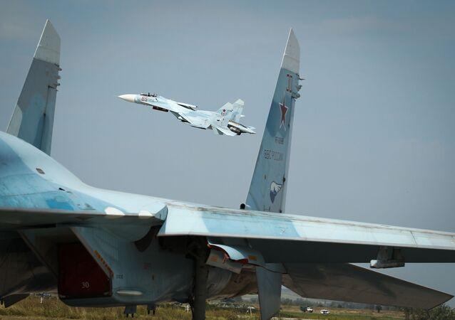 المقاتلة الروسية سو-27