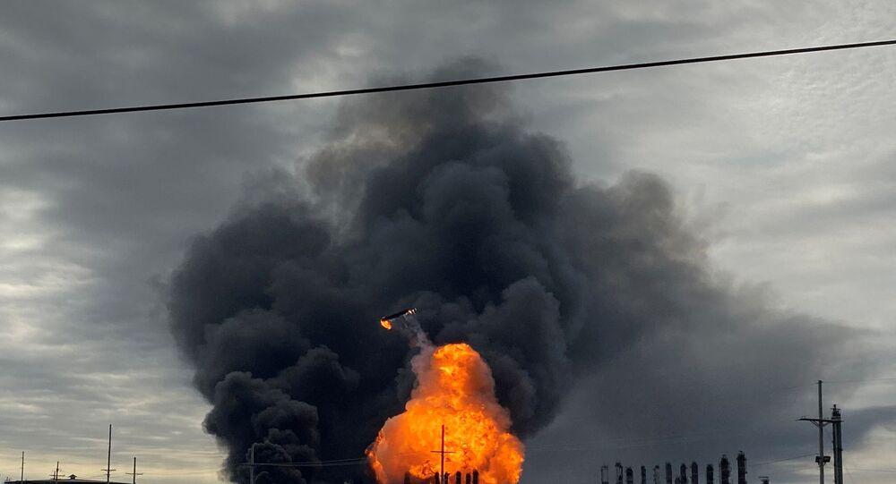 حريق بمصنع للبتروكيماويات بولاية تكساس الأمريكية
