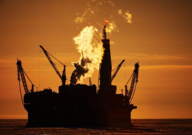 جهاز حفر الآبار النفطية البحرية بريرازلومنايا