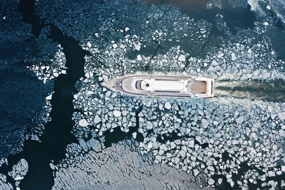 قارب سياحي على نهر موسكو، 1 يناير 2019