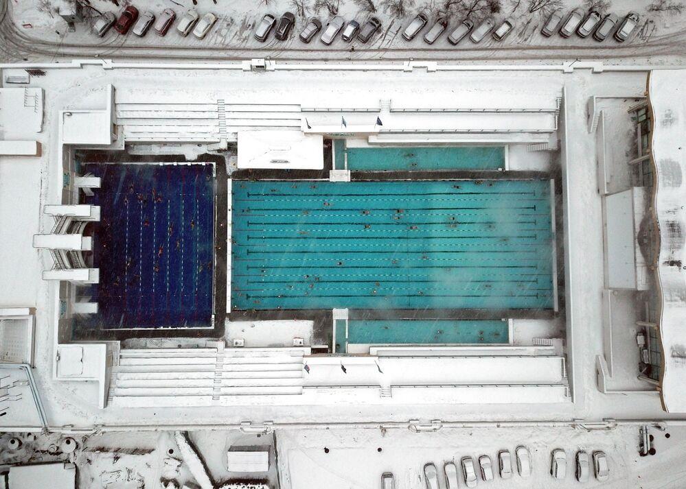 مسبح تشايكا (النورس) المفتوح تحت سماء موسكو