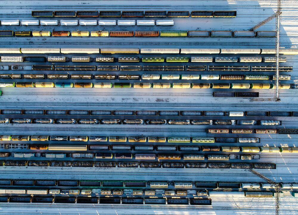 قطارات تجارية تقف في محطة بيكاسوفو-سورتيروفوتشنويه في ضواحي موسكو، 22 يناير 2019