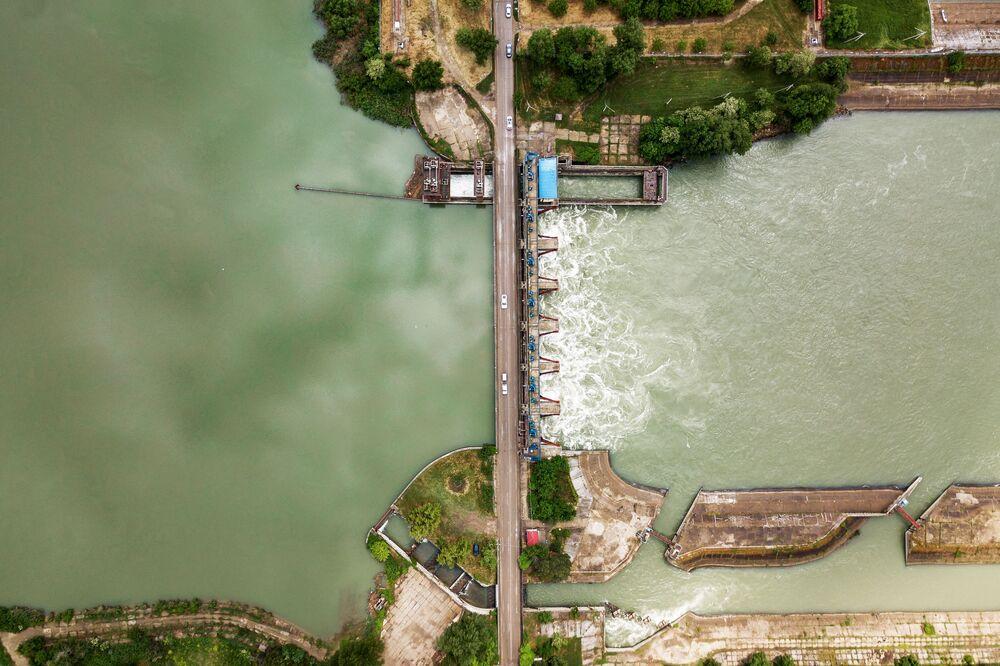 محطة فيدوروفسكي المائية على نهر كوبان في إقليم كراسنوداريكي كراي الروسي