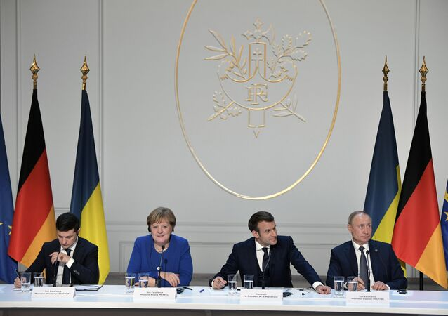 قمة نورماندي - الرئيس الروسي فلاديمير بوتين، والفرنسي إيمانويل ماكرون، والمستشارة الألمانية أنجيلا ميركل، والأوكراني فلاديمير زيلينسكي في  باريس، 9 ديسمبر 2019