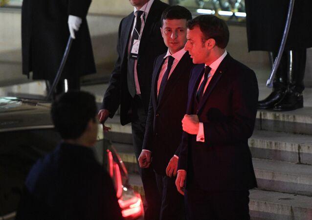 قمة نورماندي في باريس - الرئيس الفرنسي إيمانويل ماكرون والرئيس الأوكراني فلاديمير زيلينسكي، 10 ديسمبر 2019