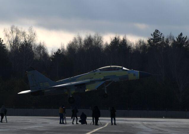 المقاتلة ميغ-35متعددة المهام خلال اختبارها في ميدان لوخوفيتسكي التابع لمصنع الطيران في ضواحي موسكو