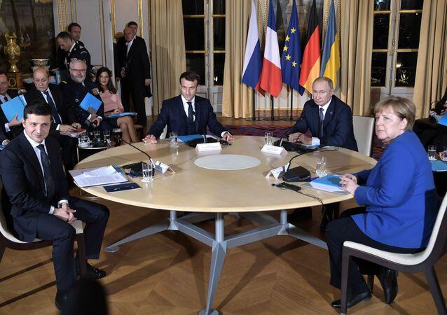 الروسي الروسي فلاديمير بوتين والرئيس الأوكراني فلاديمير زيلينسكي قمة نورماندي