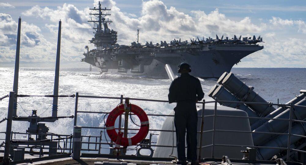 الأسطول الأمريكي - حاملة الطائرات الأمريكية رونالد ريغان وطراد الصواريخ  شنسلورسفيل