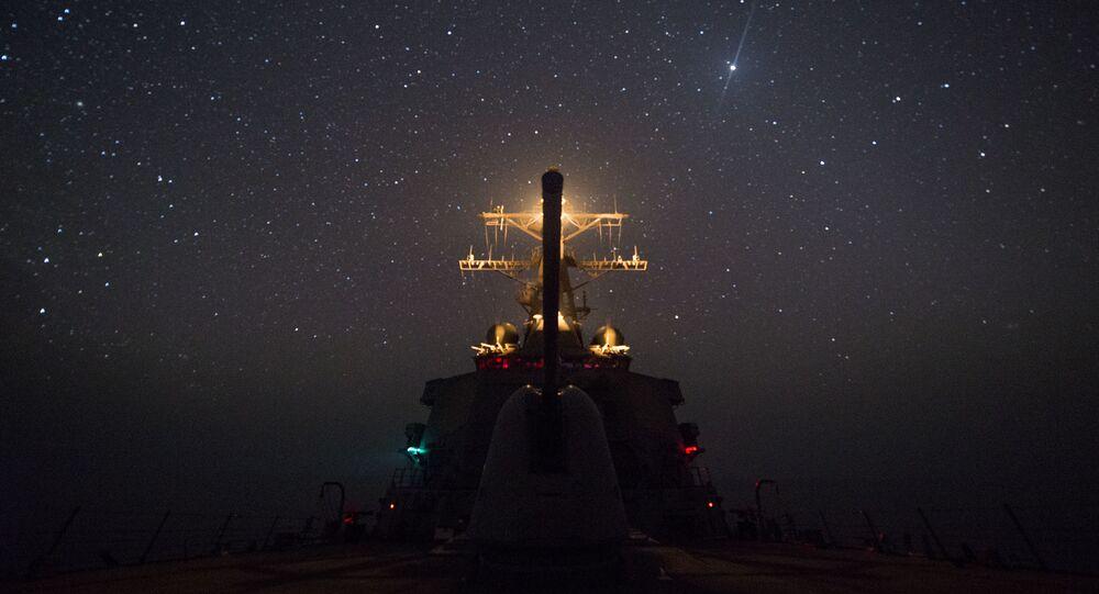 الأسطول الأمريكي - المدمرة الأمريكية غونزاليس تعبر خليج عدن