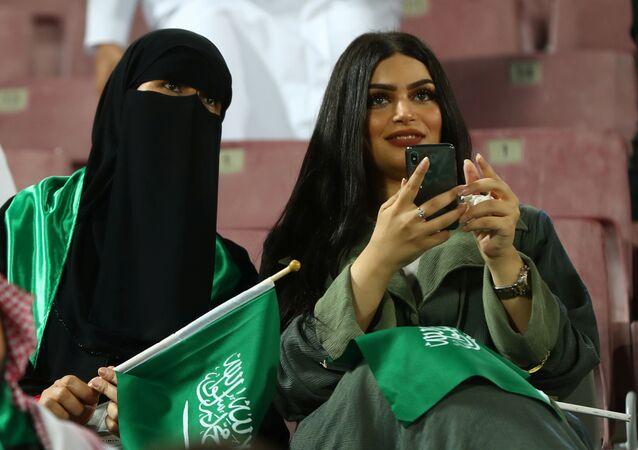 مشجعات خلال نهائي بطولة كأس الخليج بين منتخبي السعودية والبحرين في العاصمة القطرية الدوحة، 8 ديسمبر/ كانون الأول 2019
