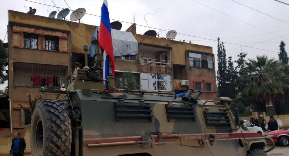 عسكريون روس يقدمون مساعدات إنسانية وخدمات طبية للمهجرين في الحسكة، سوريا