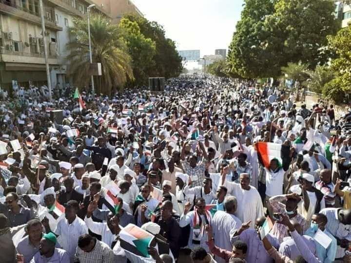 مظاهرات المسيرة الخضراء المؤيدة للبشير في السودان