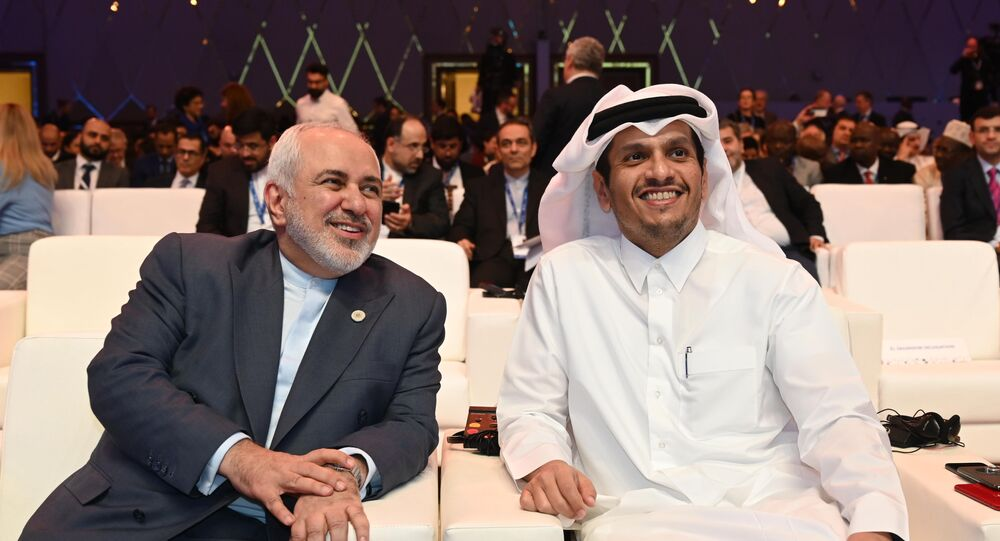 وزير الخارجية القطري، محمد بن عبد الرحمن آل ثاني مع وزير الخارجية الإيراني محمد جواد ظريف