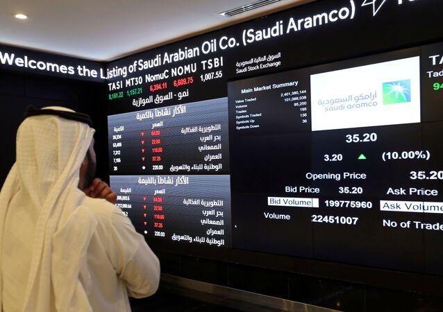 شاشة تعرض معلومات الأسهم في السوق المالية السعودية (تداول)، في الرياض، السعودية 11 ديسمبر 2019