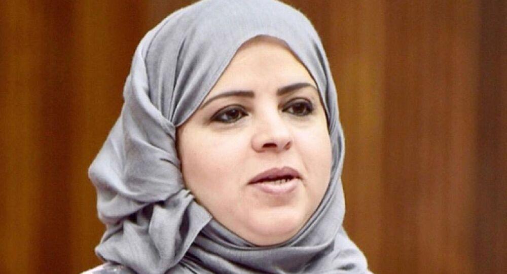 دلال جاسم الزايد رئيس اللجنة التشريعية والقانونية بمجلس الشورى البحريني