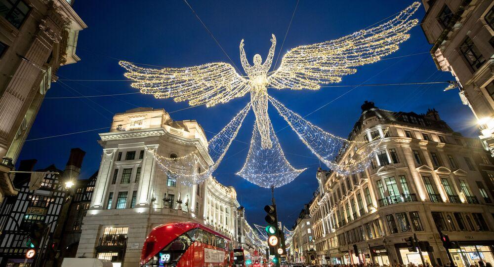 زينة أعياد الميلاد ورأس السنة في شارع ريجنت في لندن، بريطانيا 7 ديسمبر 2019