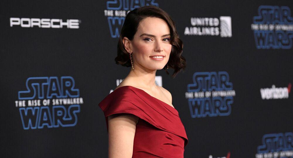 الممثلة دايزي ريدلي بطلة فيلم Star Wars: The Rise of Skywalker في عرضه الأول في مدينة لوس أنجلوس، الولايات المتحدة، 17 ديسمبر/ كانون الأول 2019