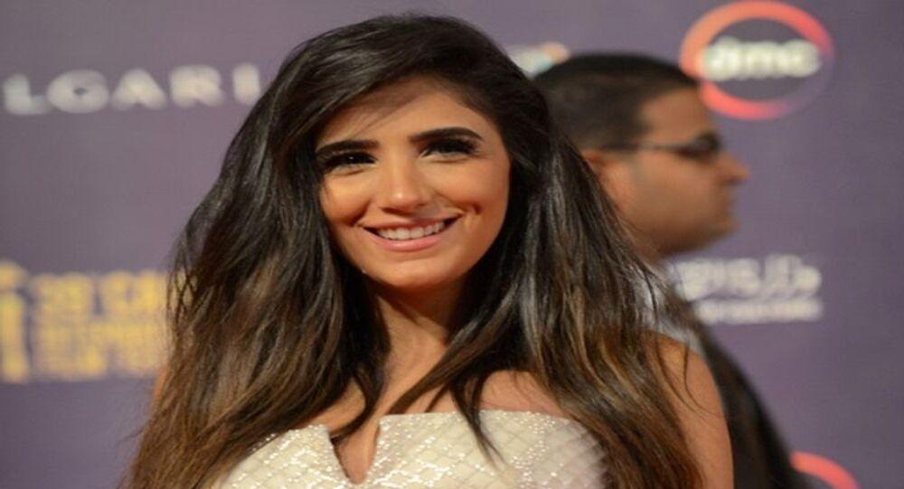 الفنانة المصرية مي عمر في افتتاح مهرجان القاهرة السينمائي