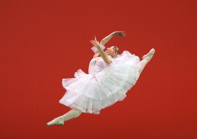 ميلينا فيدان، راقصة من معهد موسكو للرقص، أثناء مشاركتها في مسابقة روسيا الرابعة لفناني الباليه الروسي في المسرح الكبير في موسكو 26 مارس 2019