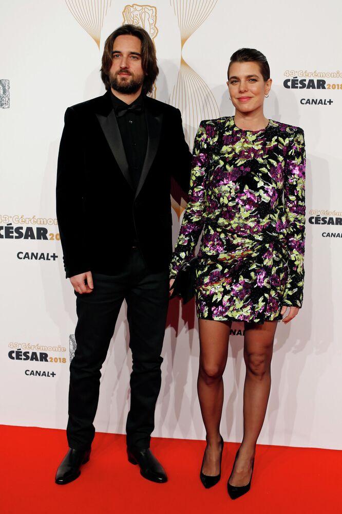 أميرة موناكو شارلوت كاسيراغي تزوجت من المخرج الفرنسي دميتري راسام. أقيم حفل زفافهما في قصر غريمالدي (قصر الأمير في موناكو). وهذا الزواج الثاني للمخرج الفرنسي، الذي كان متزوجا سابقا من عارضة الأزياء الروسية ماشا نوفوسيولوفا.